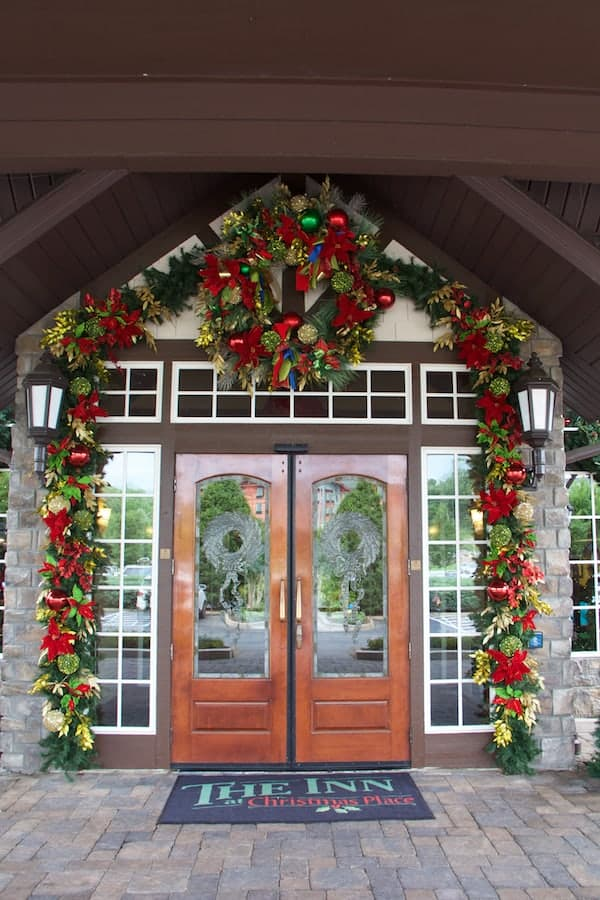 Pigeon Forge - Hotel - Entrance to The Inn at Christmas Place