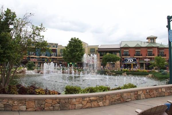 Pigeon Forge - Island - Fountain 1